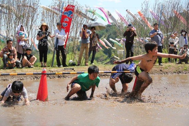 長沢鯉のぼり祭り どろんこ競技
